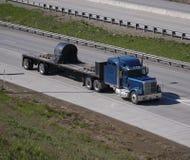 flatbed ciężarówka. fotografia stock