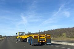 Free Flatbed Semi On Highway Under Blue Sky Royalty Free Stock Image - 192897956