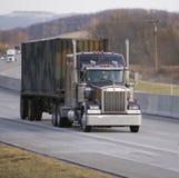 Flatbed Semi Vrachtwagen Royalty-vrije Stock Afbeeldingen