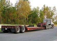 Flatbed semi vrachtwagen & aanhangwagen Royalty-vrije Stock Afbeelding