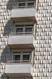Flatblok met drie balkons royalty-vrije stock afbeelding