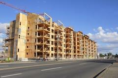 Flatbouw met meerdere gezinnen Stock Foto's
