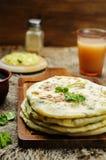 Flatbread farcito patata indiana Immagini Stock