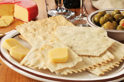 Flatbreadcracker und -Gouda-Käse Stockbild