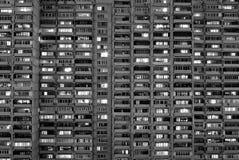 Flatgebouw in grote stad Stock Afbeeldingen
