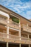Flatgebouw met balkons Royalty-vrije Stock Foto's