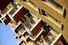 Flatgebouw met balkons, Londen, Engeland Stock Afbeeldingen
