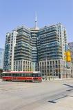 Flatgebouw met koopflats en CN Toren Royalty-vrije Stock Fotografie