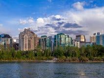 Flatgebouw met koopflatstorens in stedelijk Calgary Stock Fotografie