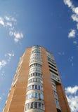 Flatgebouw met meerdere verdiepingen Stock Fotografie