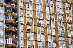 Flatgebouwblok met kogelgaten royalty-vrije stock foto's