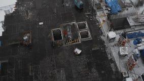 Flatgebouwbouwwerf, ontwikkeling, het nieuwe creëren van arbeidsplaatsen, hommelmening stock footage