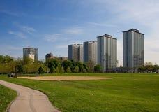 Flatgebouwen & park Royalty-vrije Stock Afbeeldingen