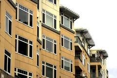 Flatgebouwen en urbran Stock Afbeeldingen