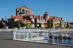 Flatgebouwen met koopflats 2 van de waterkant Royalty-vrije Stock Foto's