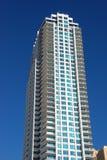 Flatgebouwen met koopflats Stock Afbeeldingen