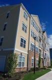 Flatgebouwen met koopflats royalty-vrije stock afbeelding
