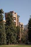 Flatgebouwen met koopflats bij het Park Royalty-vrije Stock Foto