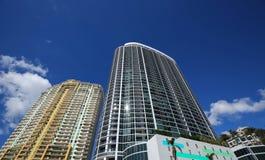 Flatgebouwen met koopflats en flats op Fort Lauderdale` s waterkant stock afbeeldingen