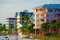 Flatgebouwen met koopflats op het Strand Royalty-vrije Stock Foto's