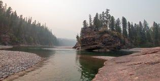 Flathead и запятнанное место встречи рек медведя в районе дикой природы Bob Marshall во время 2017 огней падения в Монтане США Стоковые Фотографии RF