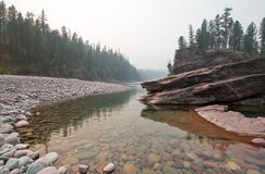 Flathead и запятнанное место встречи рек медведя в районе дикой природы Bob Marshall во время 2017 огней падения в Монтане США Стоковое Изображение