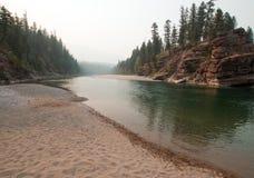 Flathead и запятнанное место встречи рек медведя в районе дикой природы Bob Marshall во время 2017 огней падения в Монтане США Стоковое Изображение RF