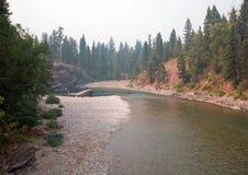 Flathead och prickig punkt för björnflodmöte i det Bob Marshall vildmarkområdet under de 2017 nedgångbränderna i Montana USA Arkivfoton