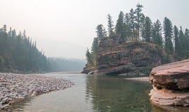 Flathead och prickig punkt för björnflodmöte i det Bob Marshall vildmarkområdet under de 2017 nedgångbränderna i Montana USA Fotografering för Bildbyråer