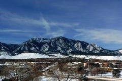 Flatirons góry w głazie, Kolorado na Zimnej Śnieżnej zimie Zdjęcie Royalty Free