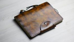 Flatlay красивой кожаной тетради на светлой предпосылке стоковая фотография