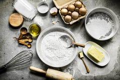 Flatlay рецепта печенья подготовки домодельного для печет стоковые фото
