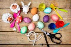 Flatlay, artisanat et métiers pour la saison de Pâques, matériaux créatifs de décoration photographie stock