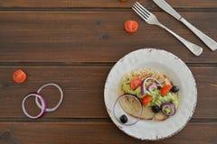 Flatlay eller bästa sikt av den sunda frukostavokadot arkivbilder