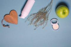 Flatlay met organisch schoonheidsmiddel Stock Foto's
