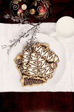 Flatlay von Weihnachtsbaum-Plätzchen und Milch Lizenzfreie Stockfotos