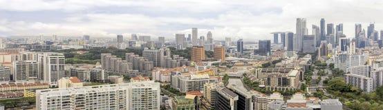 Flats langs de Riviercityscape van Singapore Stock Foto's