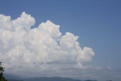 Flaumige Wolke. Stockbild