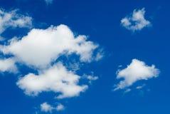 Flaumige Wolken Lizenzfreies Stockfoto