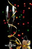 Flauta de champán con la reflexión imagen de archivo