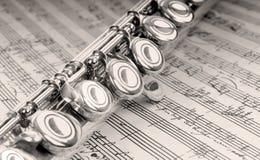 Flauta na música escrita mão Fotografia de Stock