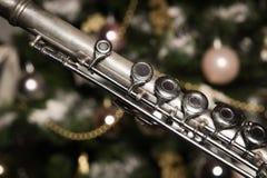 Flauta vieja cerca de un árbol del Año Nuevo Imagen de archivo libre de regalías