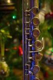 Flauta vieja cerca de un árbol del Año Nuevo Fotos de archivo libres de regalías