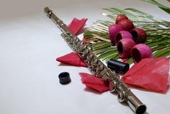 Flauta y flores Imágenes de archivo libres de regalías