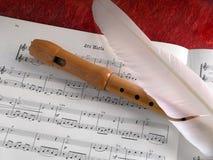 Flauta y pluma Fotos de archivo