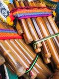 Flautas andinas, mercado de Santiago de Chile Imágenes de archivo libres de regalías