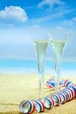 Flautas de champán y una flámula del partido Fotografía de archivo libre de regalías