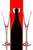 Flautas y botella de champán Fotos de archivo libres de regalías