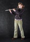 Flautista atractivo de la chica joven. Foto de archivo