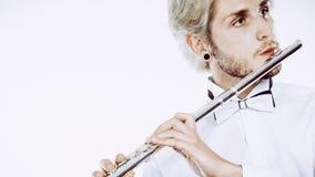Flautista de sexo masculino que toca su flauta Imagen de archivo